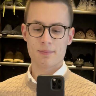 Aaron zoekt een Studio in Gent